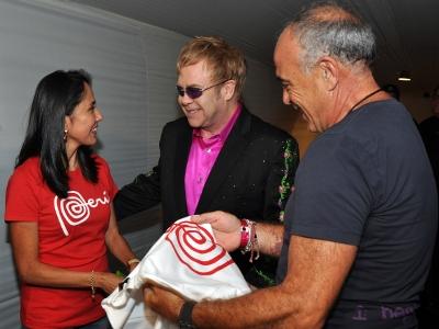 Primera Dama dio la bienvenida al Perú a cantante Elton John