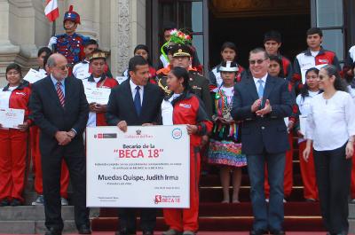 Presidente Humala oficializó entrega de primeras mil becas del programa Beca 18