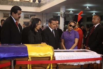 Mandatario participa en honras fúnebres en honor a Hugo Chávez en la Academia Militar de Venezuela