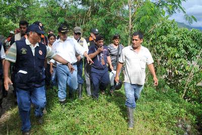 Mandatario supervisó zonas afectadas por lluvias en Tingo María y entregó apoyo humanitario